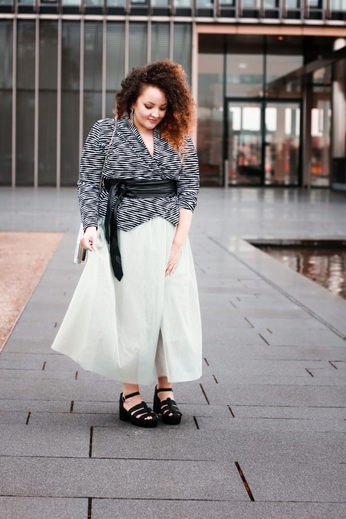 carrie_moment_tulle_skirt_blazer_dior