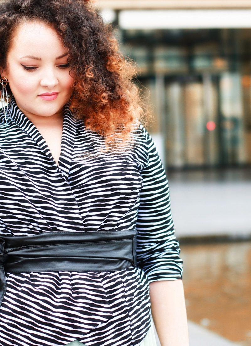 Carrie Moment – Tüllrock, Blazer und Taillengürtel