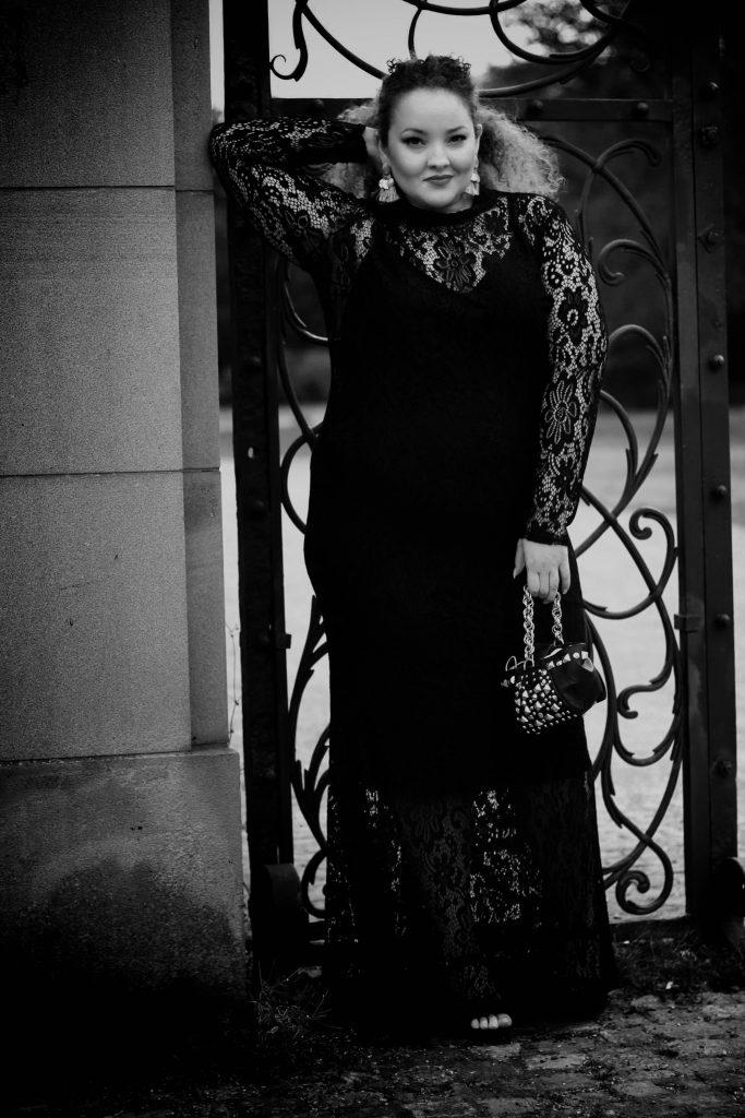 fashion_blog_blogger_dress_redcarpet_evening_lace_plussize_curvy_curves_infatstyle