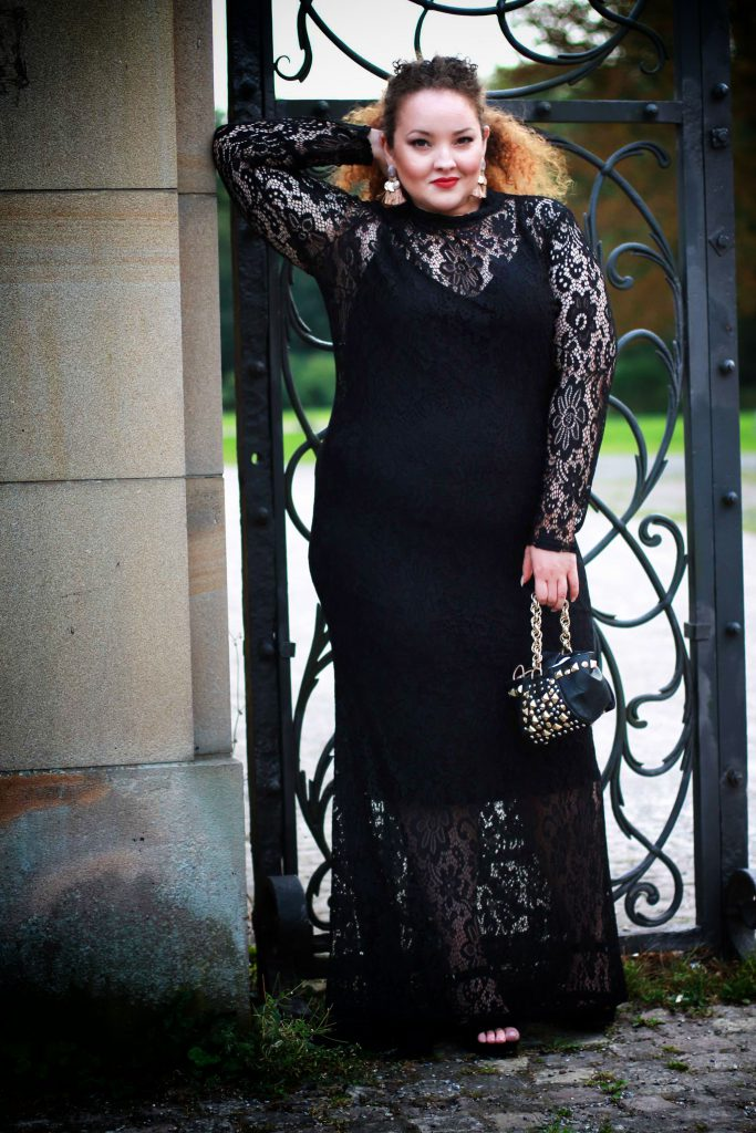 fashion_blog_blogger_dress_redcarpet_evening_lace_plussize_curvy_curves_infatstyle_2017