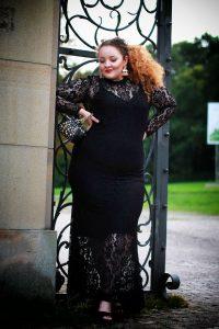 fashion_blog_blogger_dress_redcarpet_evening_lace_plussize_curvy_curves