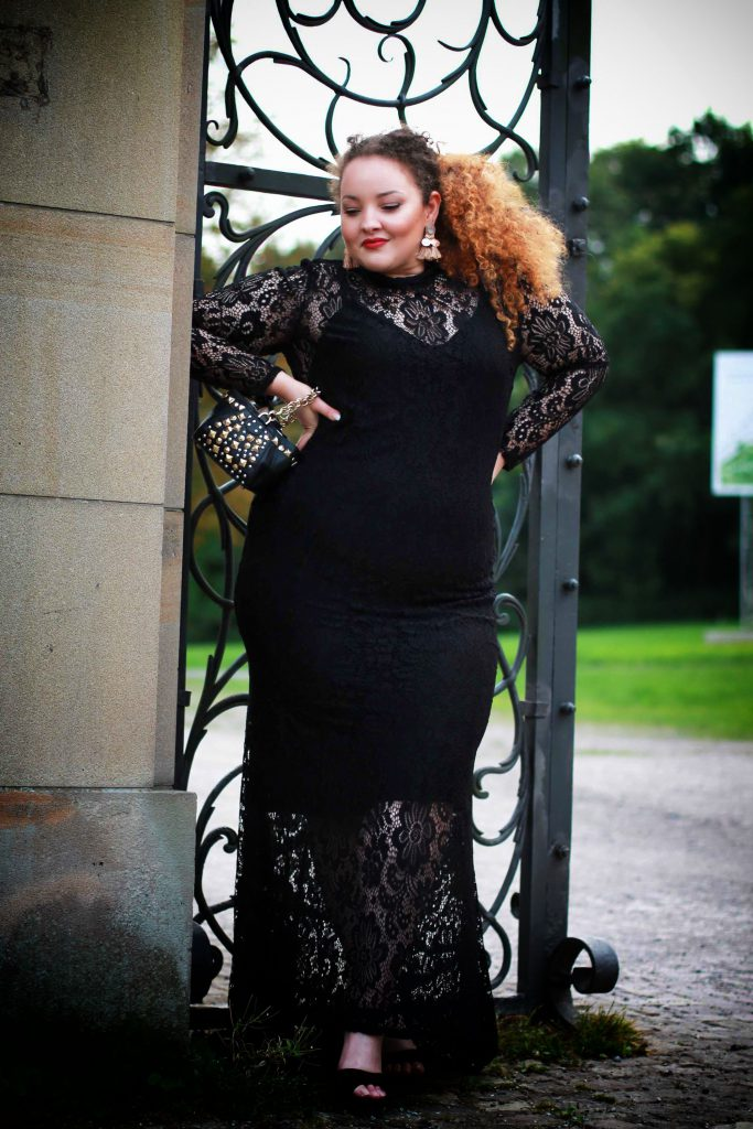 fashion_blog_blogger_dress_redcarpet_evening_lace_plussize_curvy_curves