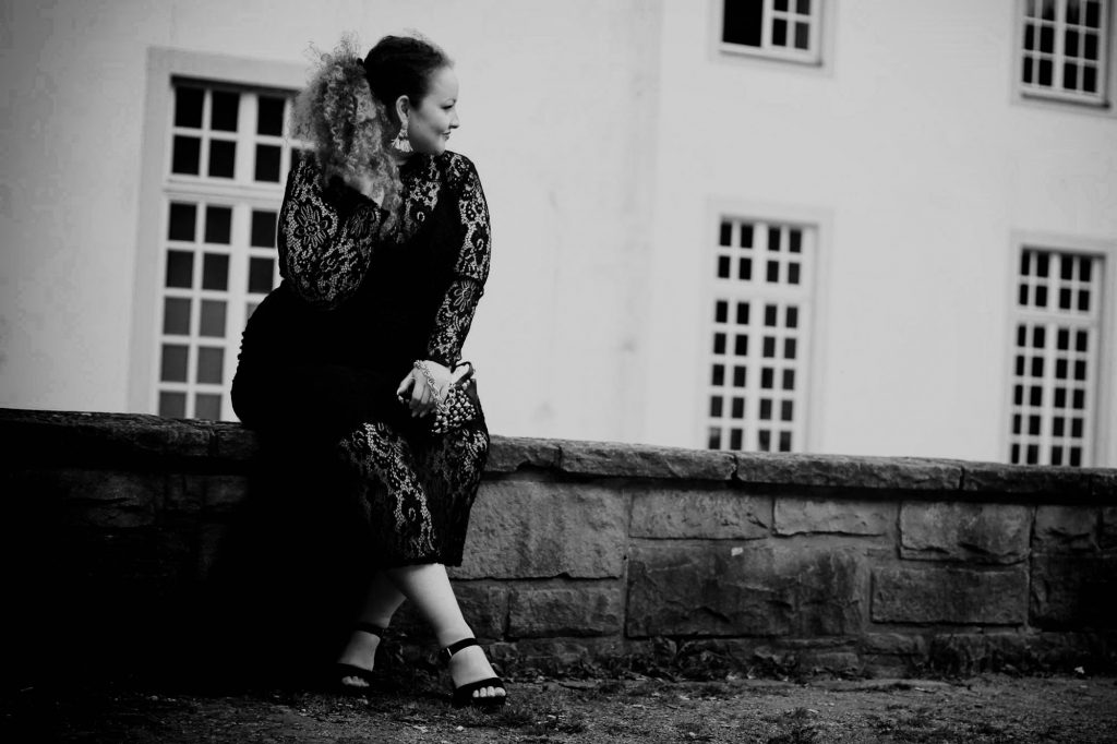 curvy_curves_model_dress_germany_infatstyle.de