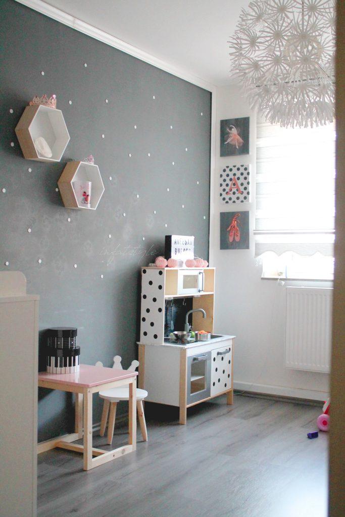 kinderzimmer diy dotted wall in fat style. Black Bedroom Furniture Sets. Home Design Ideas
