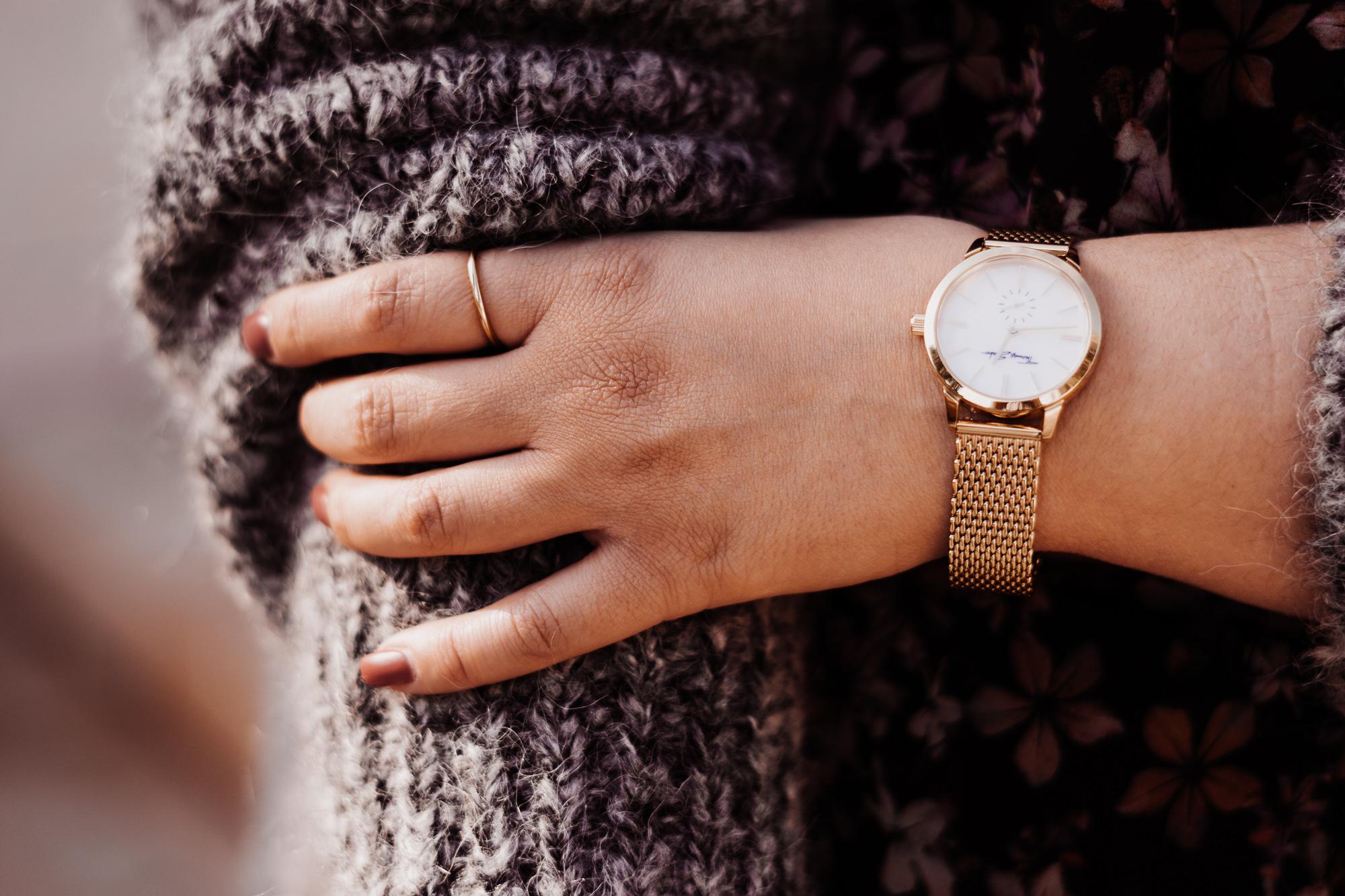 ketten-layering-trend-thomas-sabo-modeblog-infatstyle-fashionblog-plussize-blog-schmuck-trend-oktober-2018-gold-ketten-outfit-uhr