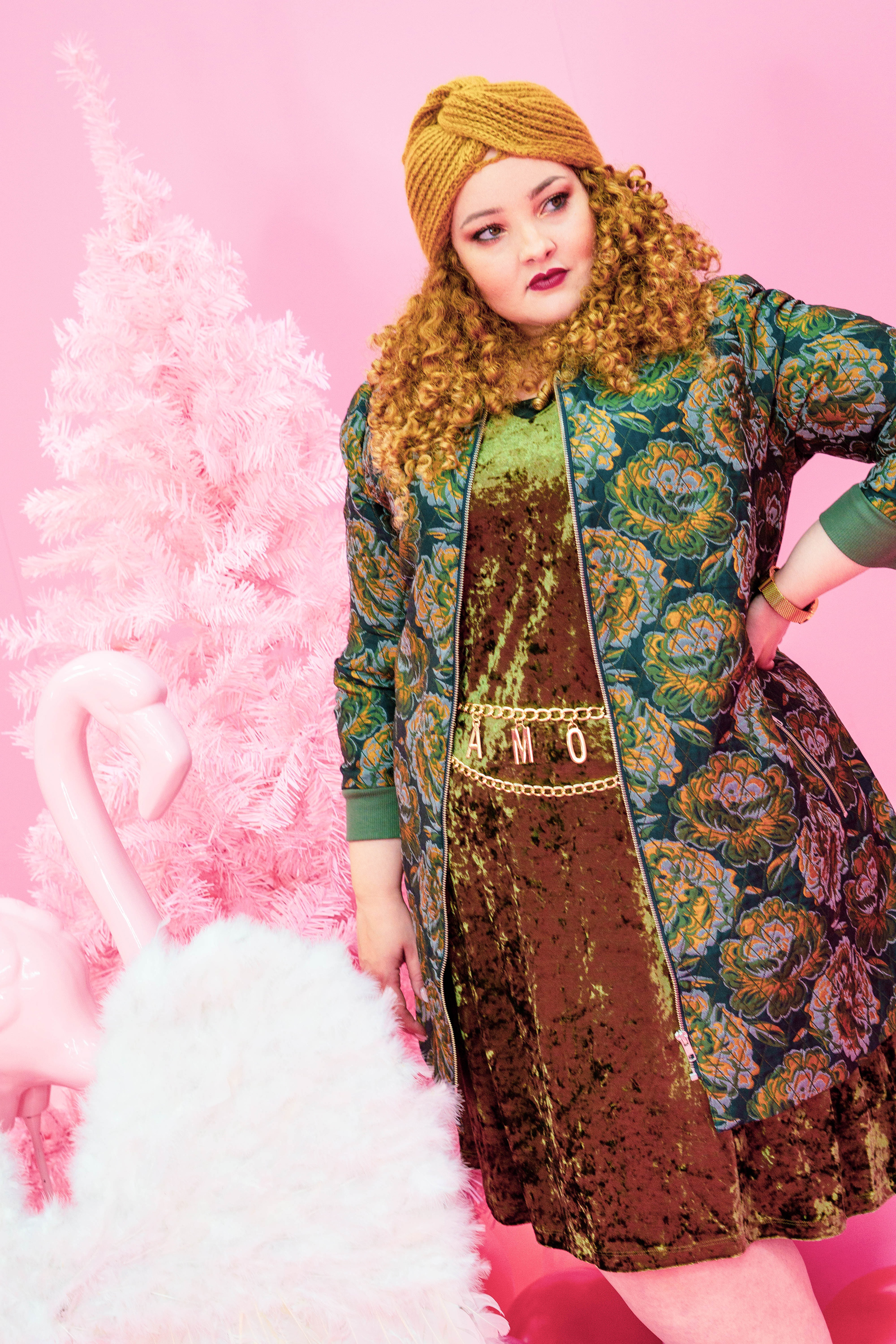 Pink_christmas_fashion_curvy_curve_blogger_mia_infatstyle