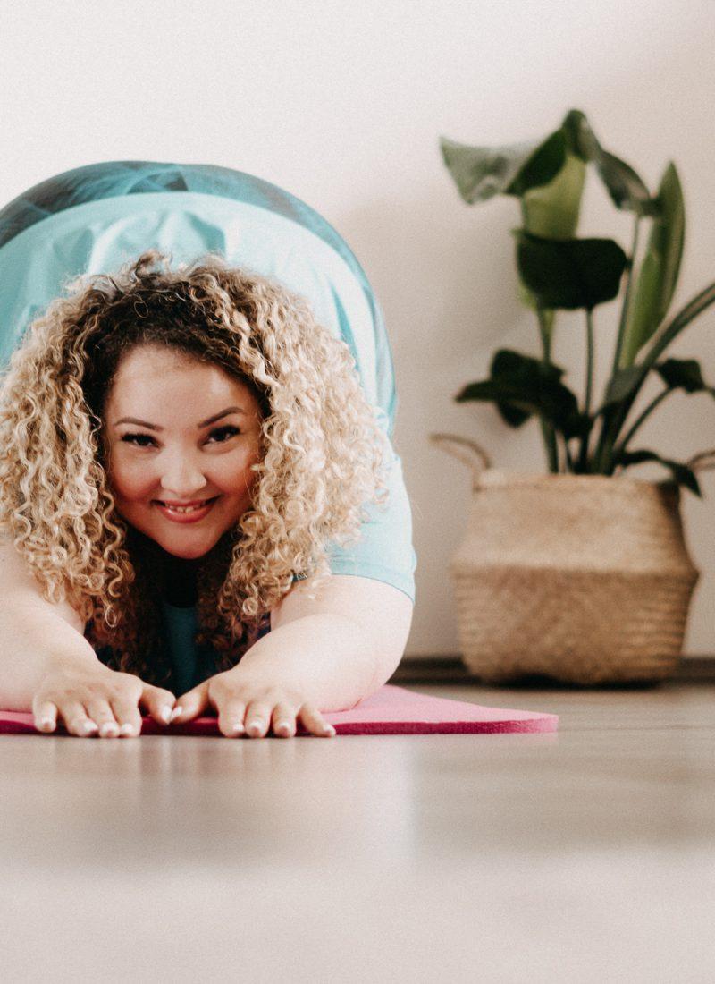 Curvy Yoga für Übergewichtige