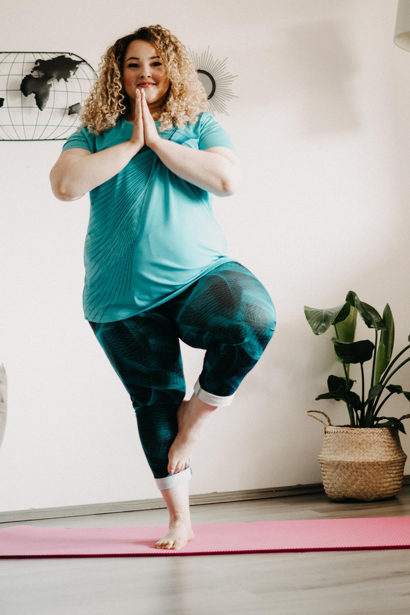 yoga_für_übergewichtige_sport_als_dicke_frau_mia_infatstyle